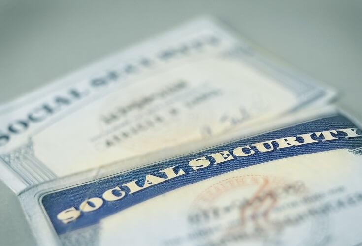 アメリカ留学中ソーシャルセキュリティーナンバーの取得は必要?